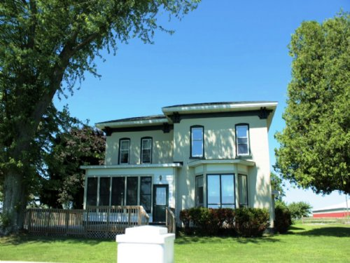 Charming Farmhouse On 18 Acres : Montague : Muskegon County : Michigan