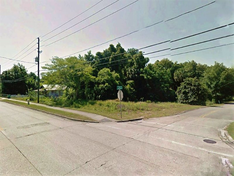 638 E. New York Avenue : Deland : Volusia County : Florida