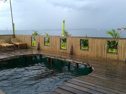 Famous Aqua Lounge Bocas Del Toro : Carenero : Panama