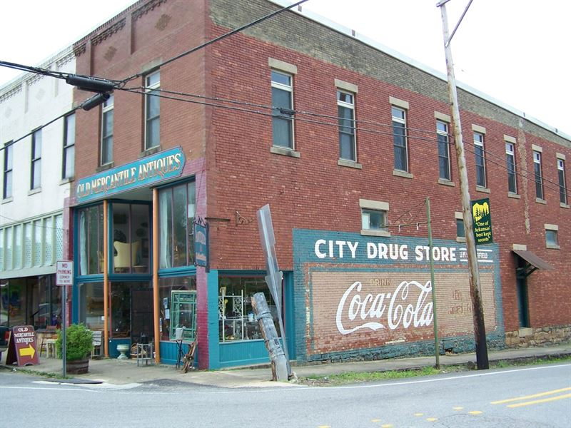 Historic 3 Story Brick Building : Leslie : Searcy County : Arkansas
