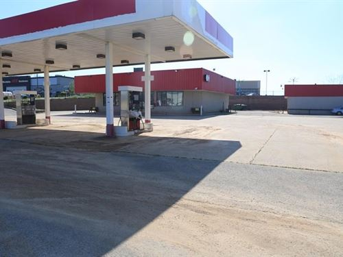 Missouri Ozarks Former Convenience : West Plains : Howell County : Missouri
