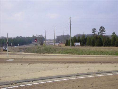 2.4 Acres Of Commercial Property : Brooksville : Noxubee County : Mississippi