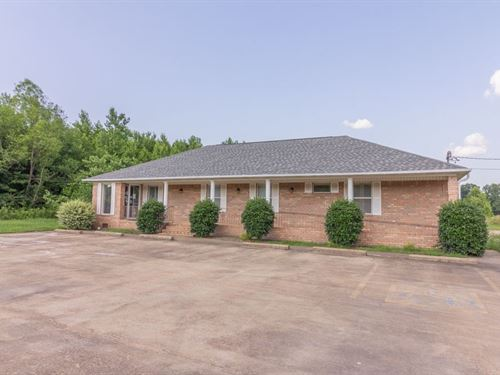 Commercial Building in Selmer, TN : Selmer : McNairy County : Tennessee