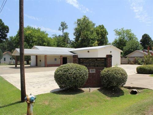Church Building In Town : De Kalb : Bowie County : Texas