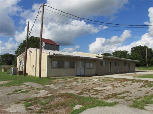 Vacant Commercial Warehouse : Tennessee Colony : Anderson County : Texas