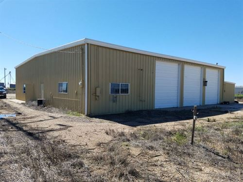 Commercial Shop Building Acreage : Dimmitt : Castro County : Texas