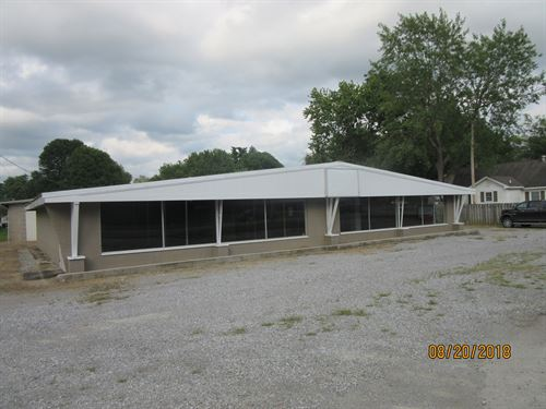 Showroom & Warehouse Space, Main : Metropolis : Massac County : Illinois