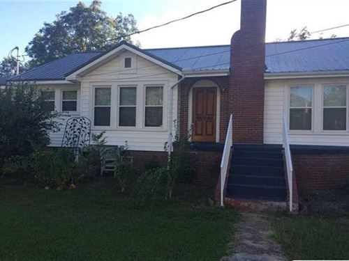 3 Br, 1 BA Bungalow on 3927 Oak St : Hokes Bluff : Etowah County : Alabama