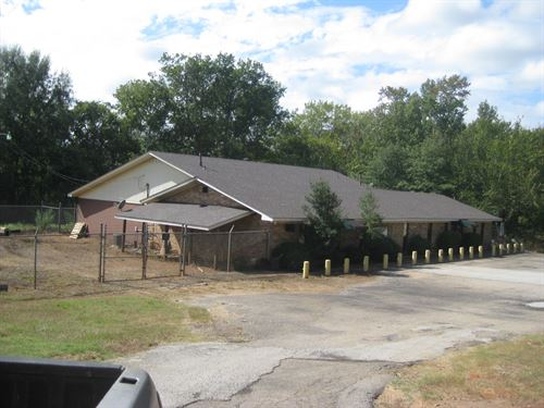 Commercial Building, Ideal Location : Rusk : Cherokee County : Texas