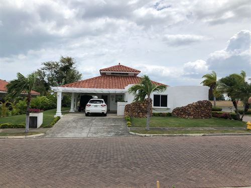 Golf Course View House / Rent : Vistamar : Panama