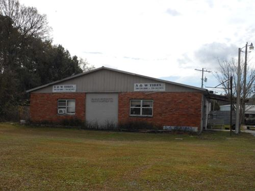 3 Buildings Extremely Visible US : Live Oak : Suwannee County : Florida
