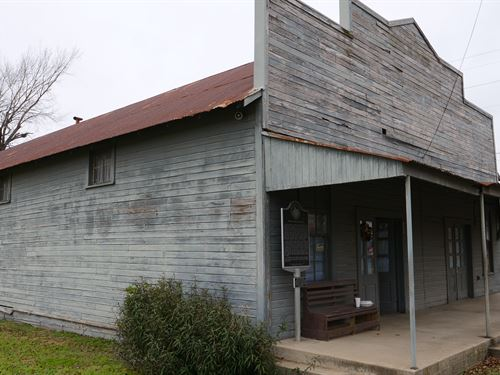 Historic Building With Potential : Cameron : Milam County : Texas
