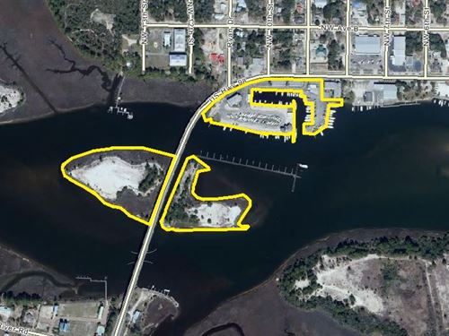 Moorings Marina : Carrabelle : Franklin County : Florida