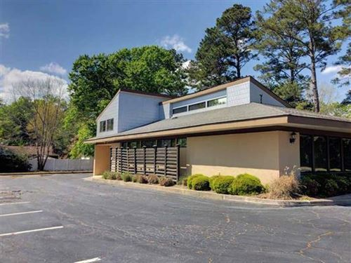 Spacious Office Building Available : Perry : Houston County : Georgia