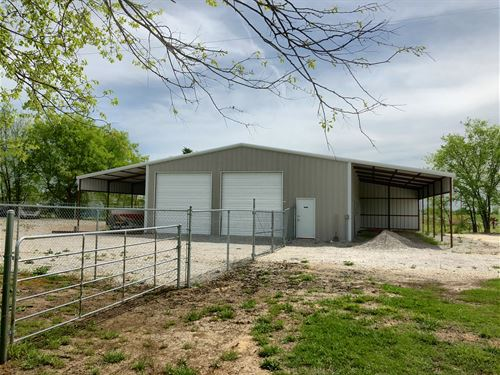 2,000 Sq Ft Shop Bathroom / 1 Acre : Springer : Carter County : Oklahoma