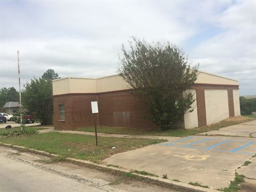 Commercial Building, Great Location : Holdenville : Hughes County : Oklahoma