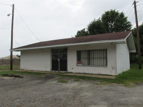 Vacant Commercial Building : Palestine : Anderson County : Texas