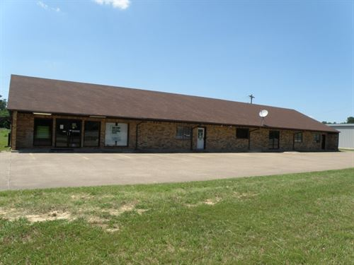 Commercial Bldg 4 Tenant Spaces Hwy : Frankston : Anderson County : Texas