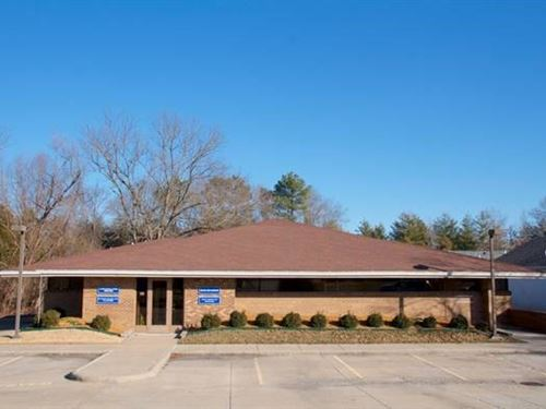 3,972+/- Sf Duplex Office Building : Carbondale : Jackson County : Illinois
