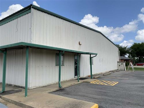 7760 sq Footwarehouse/Retail Space : Searcy : White County : Arkansas