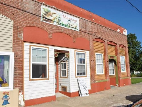 Well Maintained Store Front : King City : Gentry County : Missouri