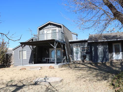 6 Bedroom Retreat House Party Barn : Butler : Custer County : Oklahoma