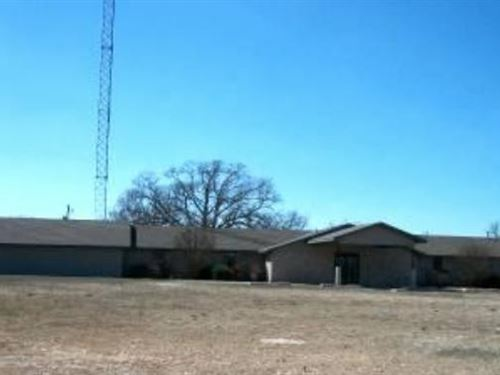 Large Commercial Bldg Close To Town : Mountain Grove : Wright County : Missouri