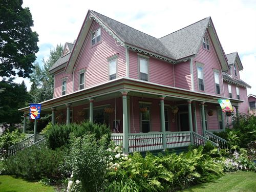 Historic Home & Bed & Breakfast : Amherst : Portage County : Wisconsin