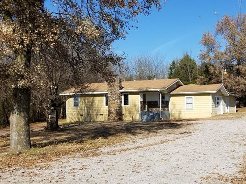 Home Commercial Space, Hwy 62 : Berryville : Carroll County : Arkansas