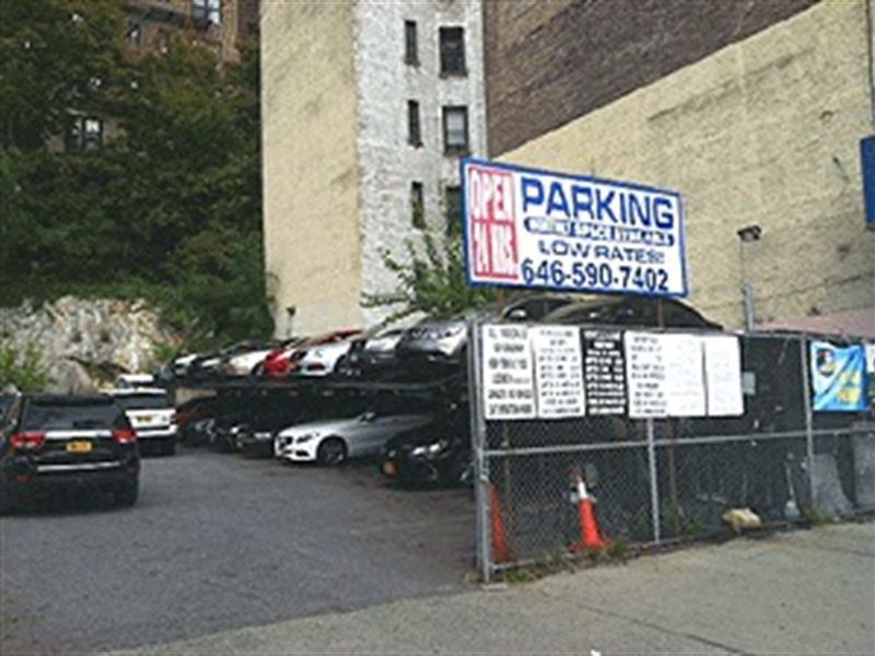 Parking Lot With Air Rights in NY : New York : New York County : New York