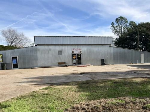 Solid Good Looking Commercial Buil : Newellton : Tensas Parish : Louisiana