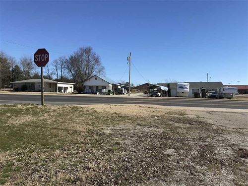 This Property Sits Right on Highwa : Cave City : Sharp County : Arkansas