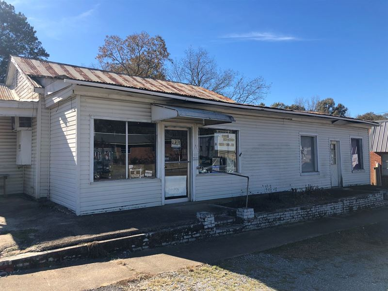 Commercial Building, 401 W Main St : Louisville : Winston County : Mississippi