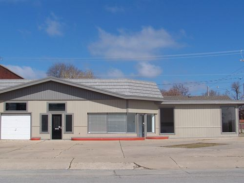 Commercial Building Chanute, KS : Chanute : Neosho County : Kansas