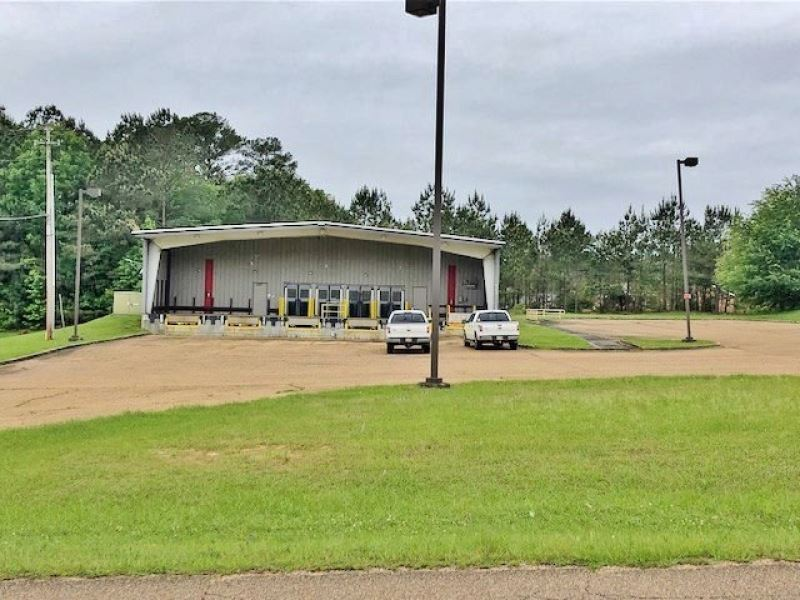 Prime Commercial Building Apache Dr : McComb : Pike County : Mississippi