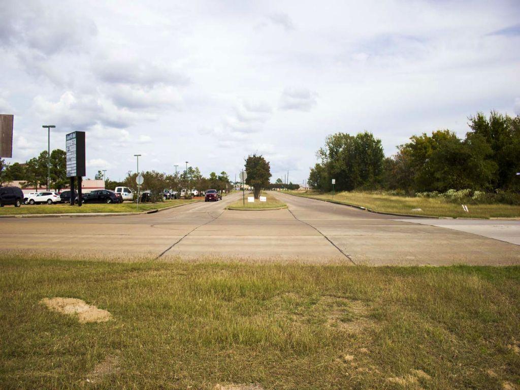 1.63 Ac Veterans Memorial : Huntsville : Walker County : Texas